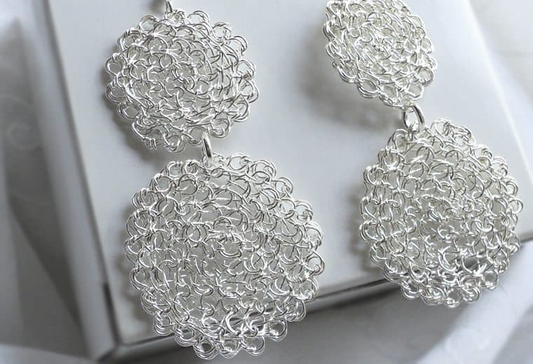 Aretes circulares dobles tejidos con alambre de plata