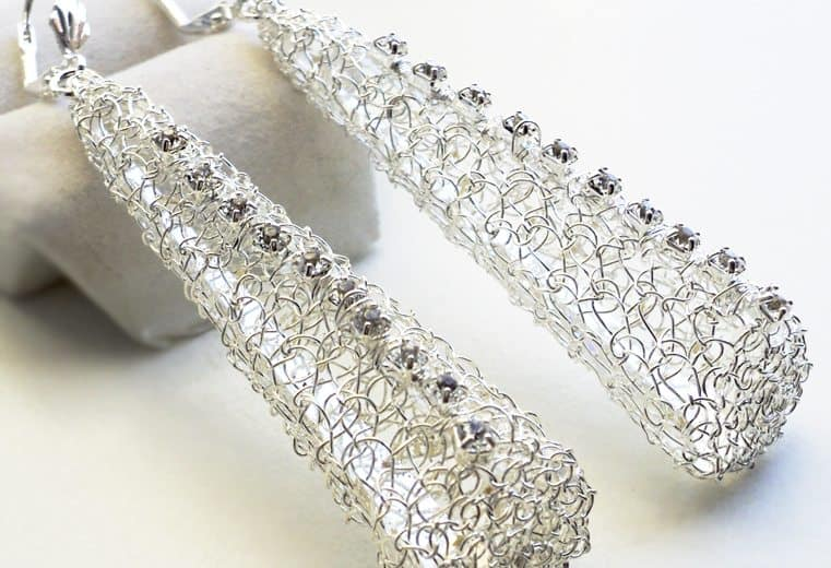 Aretes con alambre de plata y cristales swarovski