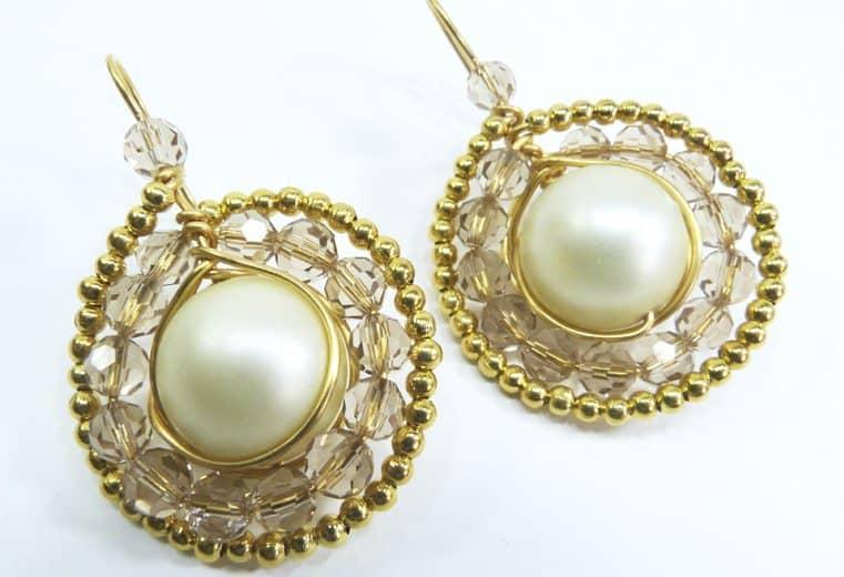 Aretes con perla central y cristales