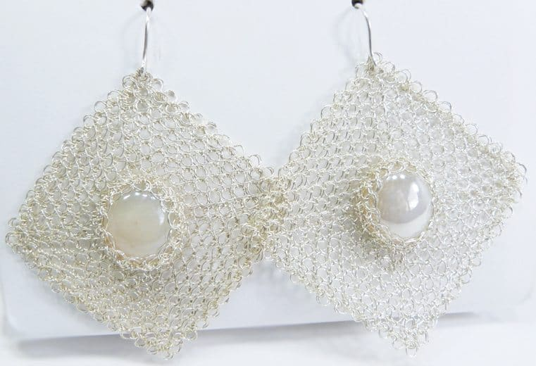 Aretes cuadrados con alambre de plata y cristal engastado