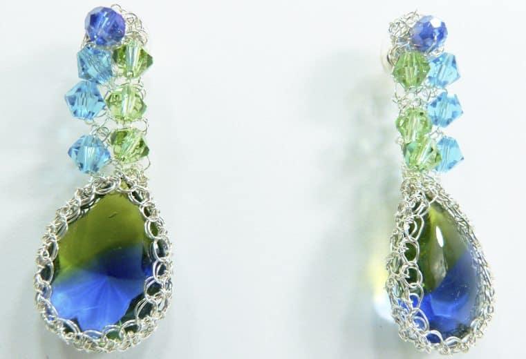 Aretes de plata con gema engastada y cristales