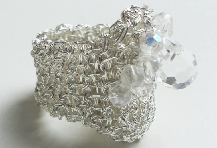 anillo con malla doble en alambre de plata y cristales