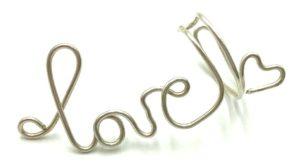 Aretes Love