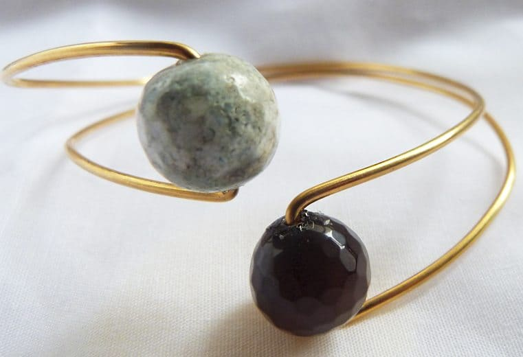 Brazalete ajustable con gemas