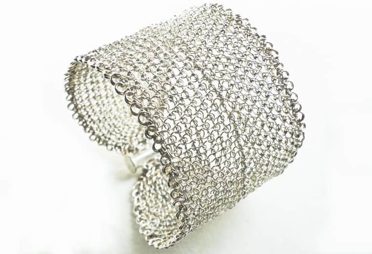 Brazalete ancho tejido con alambre de plata