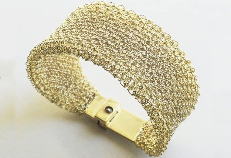 Brazalete de malla doble tejido con alambre de oro