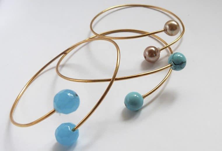 Brazalete de moda con alambre y perlas