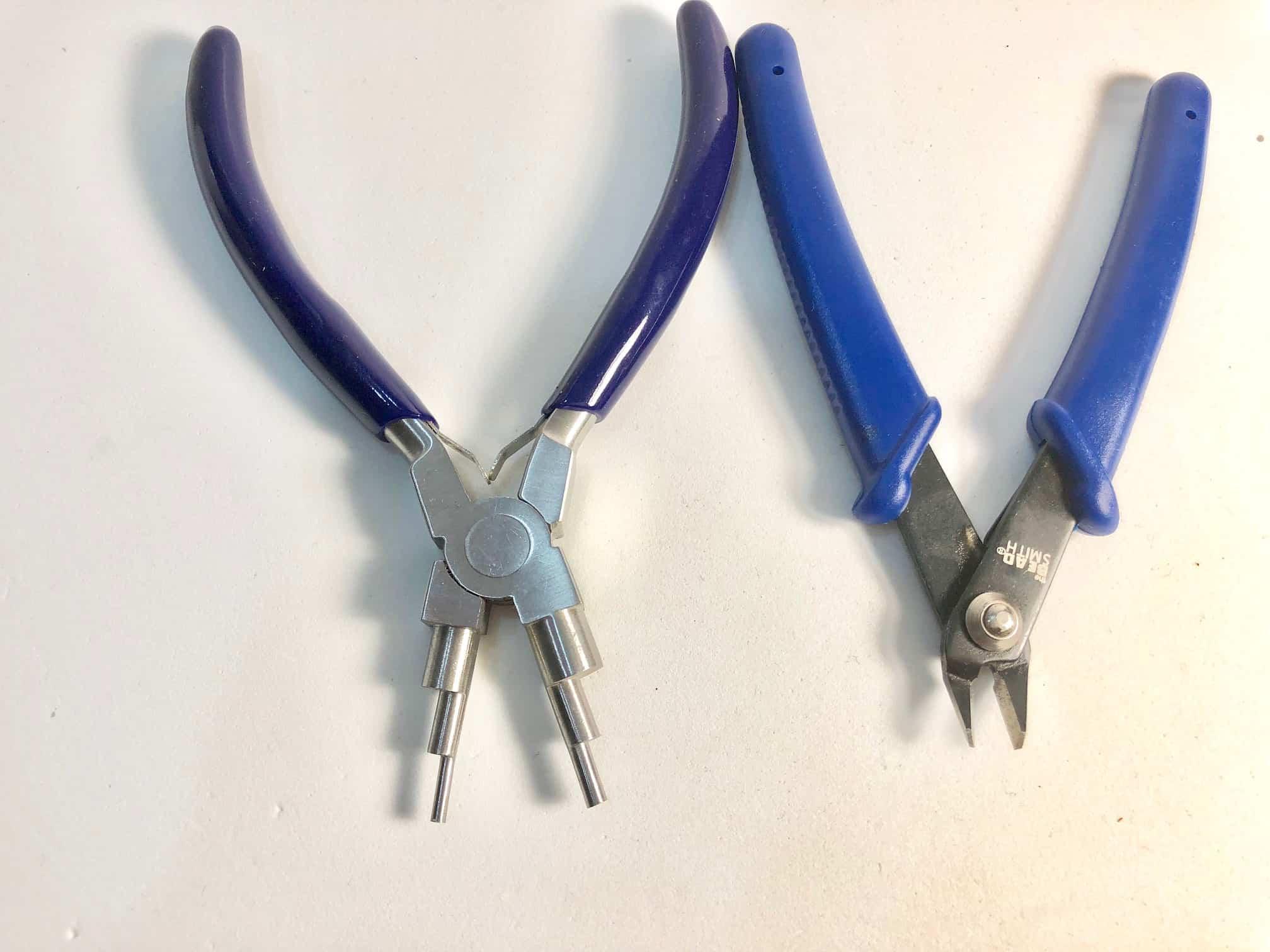 Herramientas auxiliares (mandril para argollas y alicate de corte)