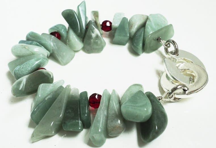 Pulsera de cristales rojos y gemas aventurinas