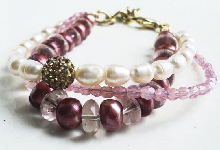 Pulsera de perlas de rio, cristales rosa y perlas de rio color burgundy