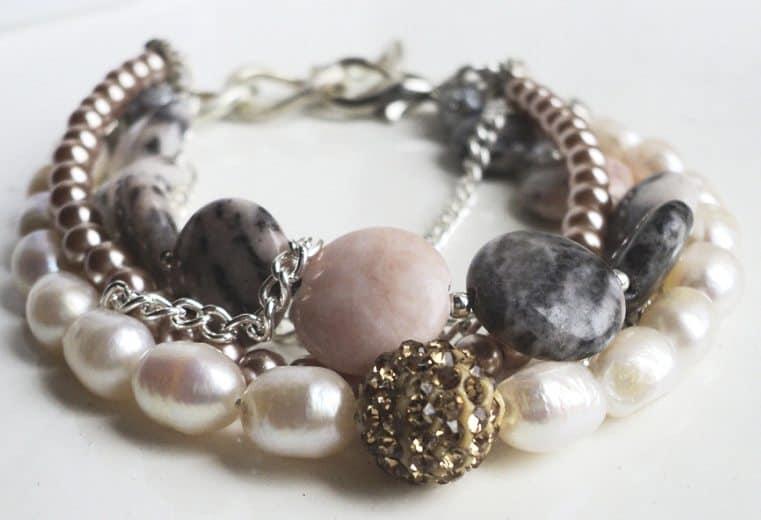 Pulsera de perlas de rio, perlas y rodonitas