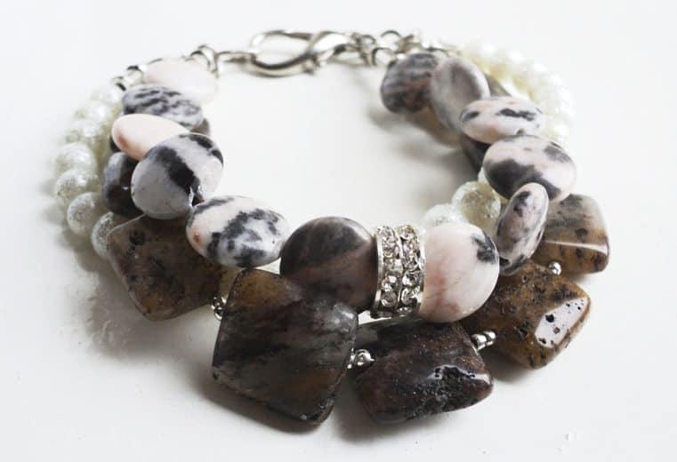 Pulsera de perlas, rodonitas y cuarzos