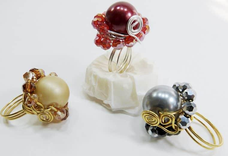 anillos con alambre de oro y cristales