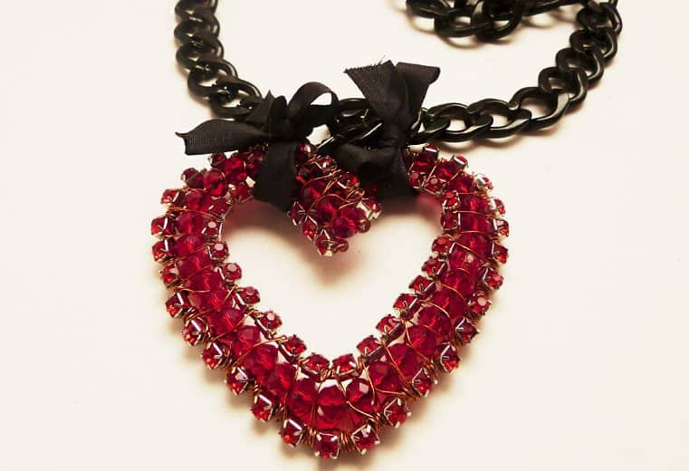 colgante corazon de cristales para san valentin