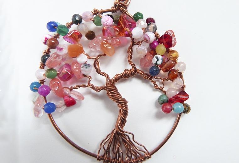 Colgante árbol de la vida con cristales en ramas
