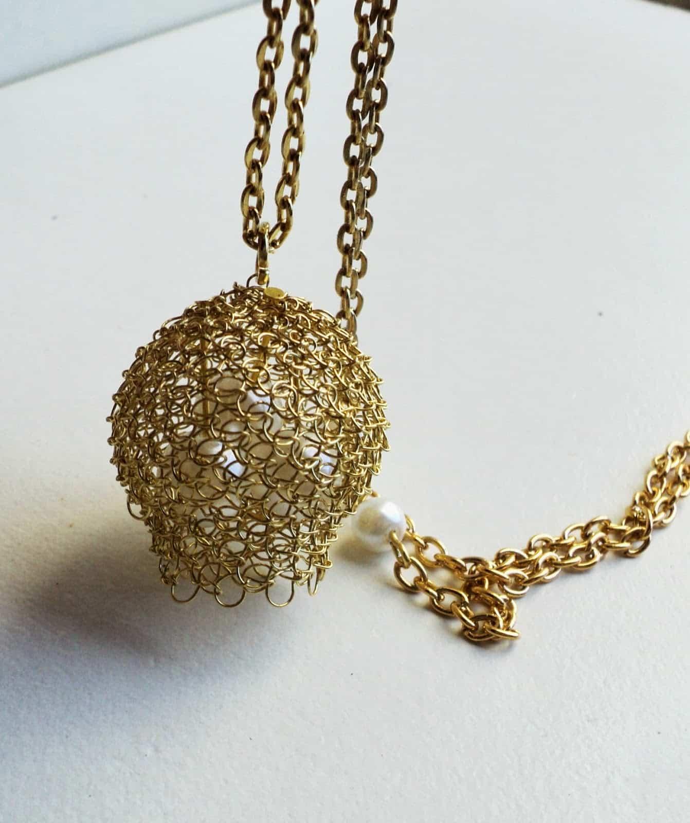 colgante de alambre de oro pajaro tejedor weaver tres cuatro