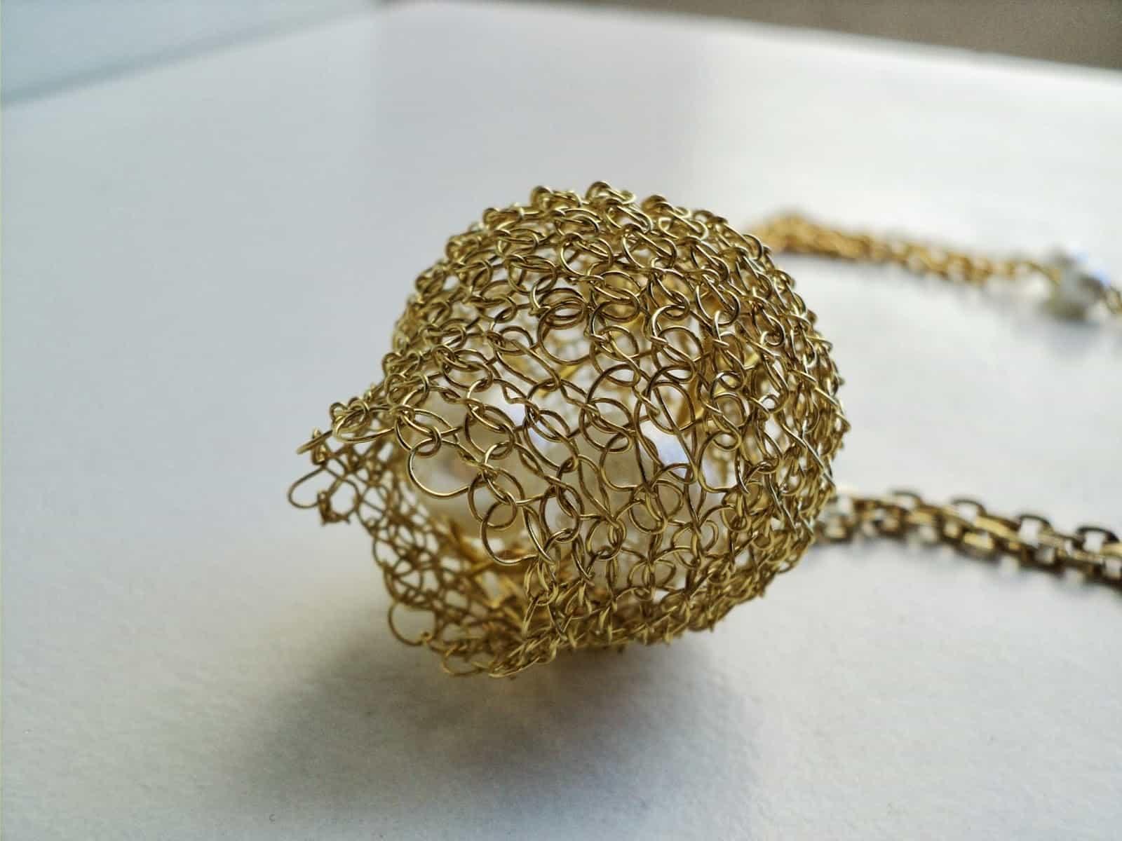 colgante de alambre de oro pajaro tejedor weaver dos