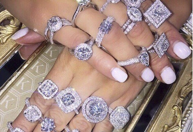 anillo de diamantes nueve