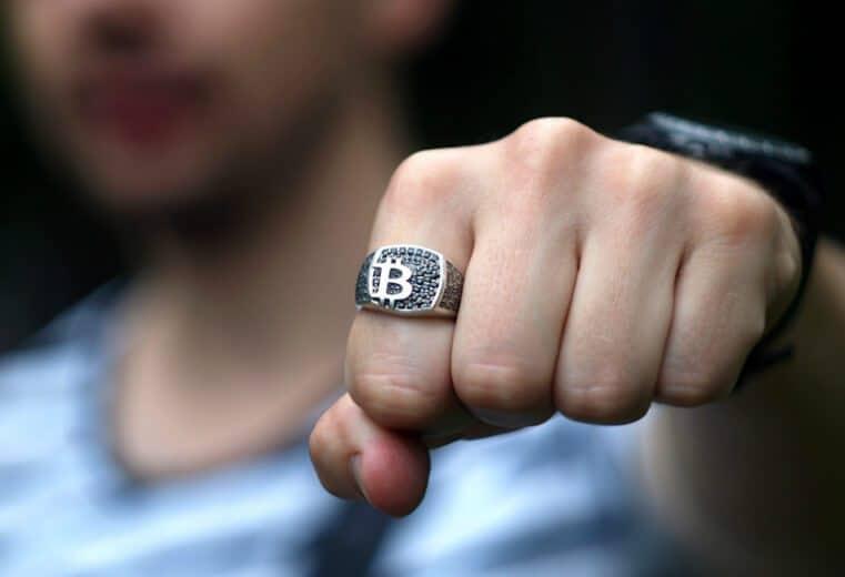 bitcoin en la joyería anillo cinco