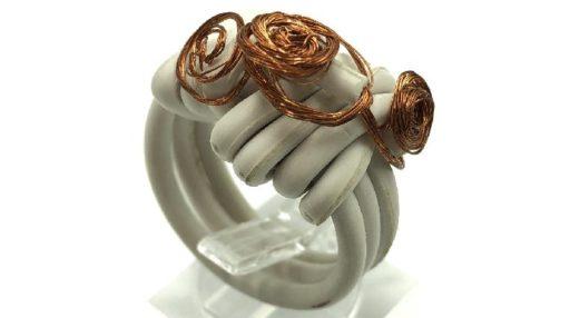 anillos con cable eléctrico y alambre